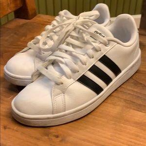 Adiidas Men's sneakers size 8.